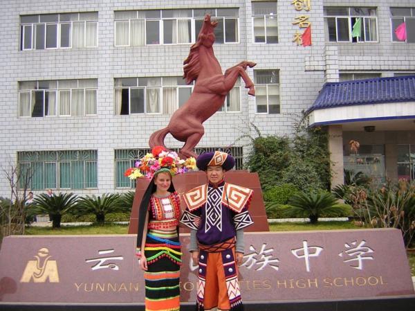 杨波(右)和太太维多利亚(左)