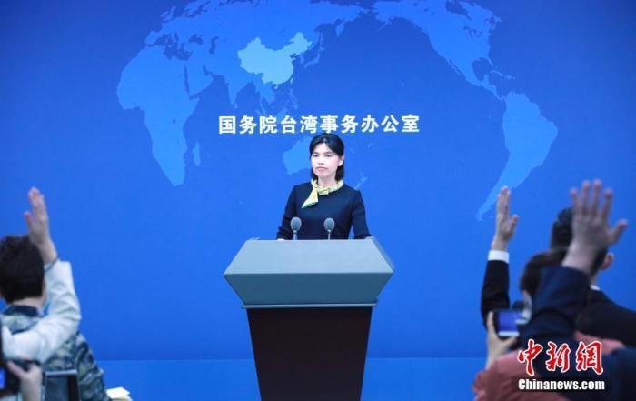 """针对民进党当局在""""汉光演习""""中设想受到大陆方面""""攻击"""",在高速公路上进行了机降训练,国务院台办发言人朱凤莲9月15日在北京表示,民进党当局搞任何以武谋""""独""""的行径都注定要失败。 <a target='_blank' href='http://www.chinanews.com/'>中新社</a>记者 杨可佳 摄"""