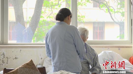 患者队伍庞大但就诊率低 阿尔茨海默广州助孕病如何防?
