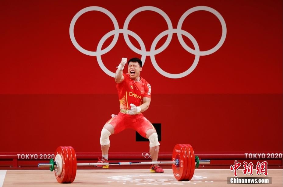 男子举重67公斤级比赛中,中国选手谌利军以抓举145公斤、挺举187公斤、总成绩332公斤夺冠,打破挺举和总成绩奥运纪录。<a target='_blank' href='http://www.chinanews.com/'>中新社</a>记者 韩海丹 摄