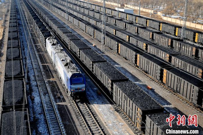 资料图:煤炭铁路运输。 吕宇飞 摄