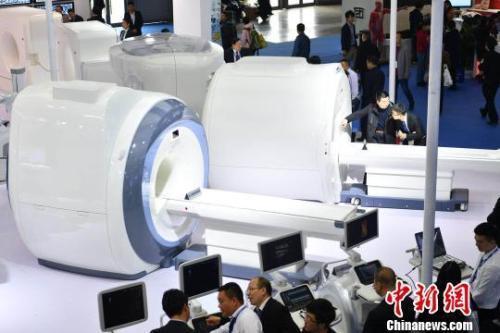 资料图:图为医博会现场展示的医疗器械。任东 摄