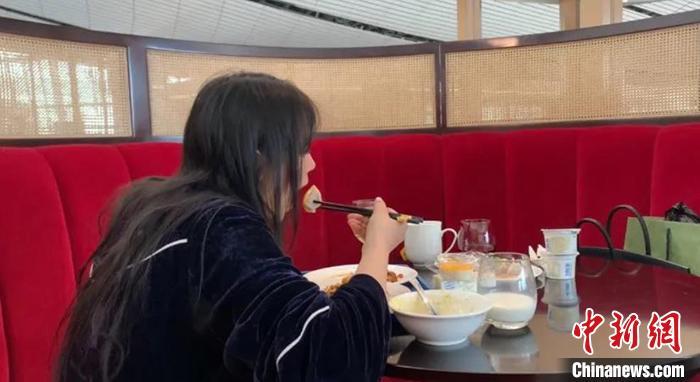 """""""我为什么要扮演名媛,在北京不花钱生活21天"""""""