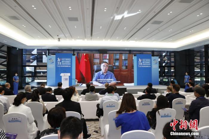 图为中国工程院院士、天津中医药大学名誉校长张伯礼通过视频连线致辞。 中新社记者 韩海丹 摄