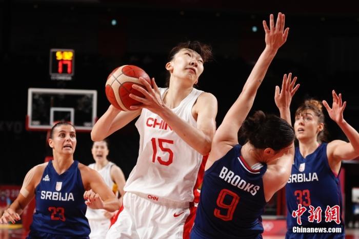 资料图:当地时间8月4日,奥运会女篮1/4决赛中,中国女篮70:77塞尔维亚女篮无缘四强。<a target='_blank' href='http://www.chinanews.com/'>中新社</a>记者 韩海丹 摄