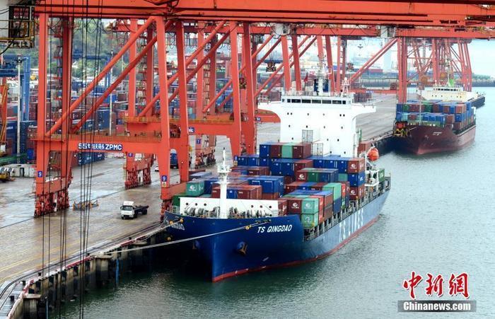资料图:集装箱码头。<a target='_blank' href='http://www.chinanews.com/'>中新社</a>记者 王东明 摄