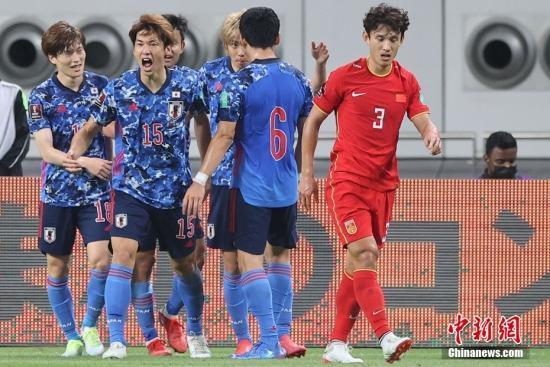 资料图:北京时间9月7日晚,卡塔尔哈里法国际体育场进行世预赛亚洲区12强赛,中国男足一球小负日本吃下第二场败仗。图片来源:视觉中国
