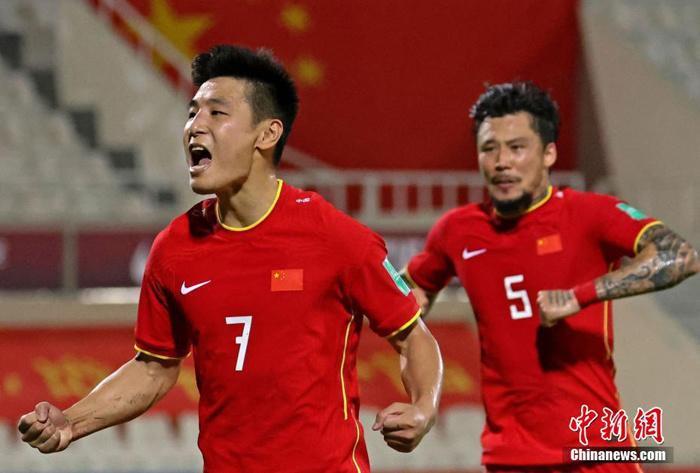 资料图:武磊在比赛中庆祝进球。图片来源:视觉中国