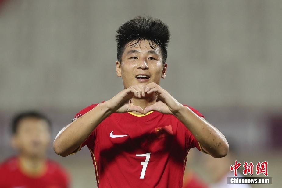 北京时间10月8日凌晨结束的世预赛亚洲区12强赛第3轮比赛中,凭借武磊的绝杀,中国队3:2险胜越南。国足以一种极为刺激的方式,取得本届12强赛首胜。图为武磊庆祝进球。 图片来源:视觉中国