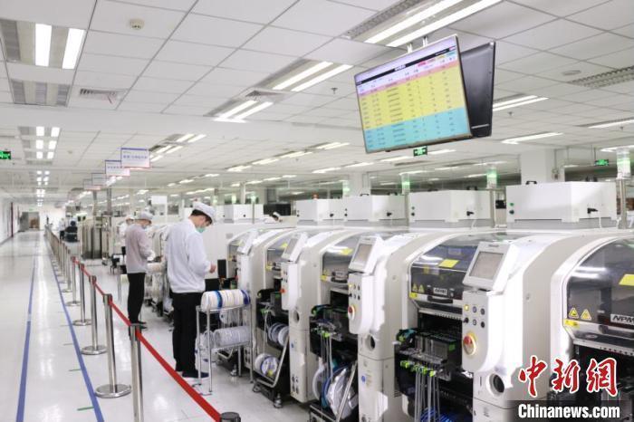 资料图:企业生产车间。 刘园 摄(图文无关)