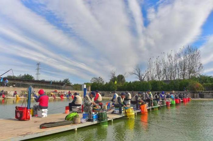 2021年北京老年钓鱼比赛举行 62名钓鱼爱好者同场竞技