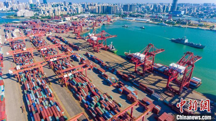 资料图:图为海口秀英港集装箱码头。 骆云飞 摄