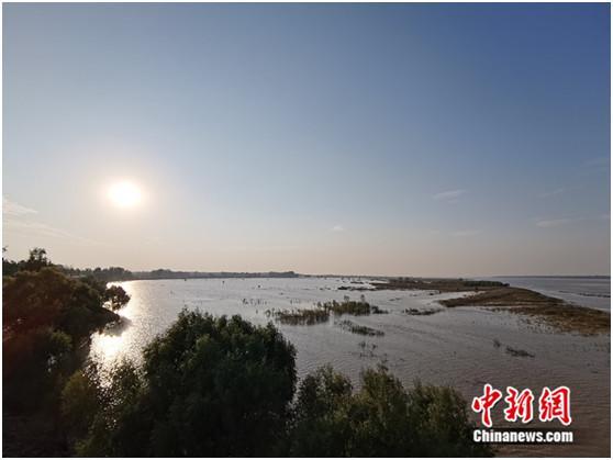 站在黑岗口黄河河势观测台上,美景尽收眼前。 <a target='_blank' href='http://www.chinanews.com/' >中新网</a>记者 张尼 摄