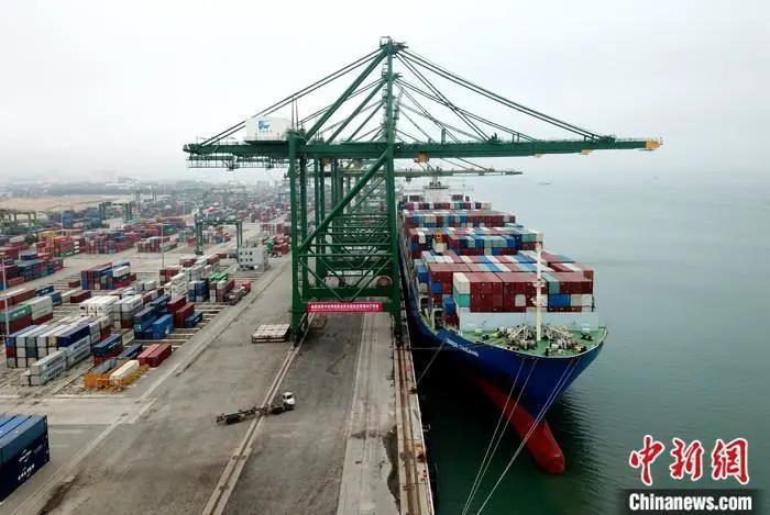 资料图:一处港口。中新社发 张政荣 摄