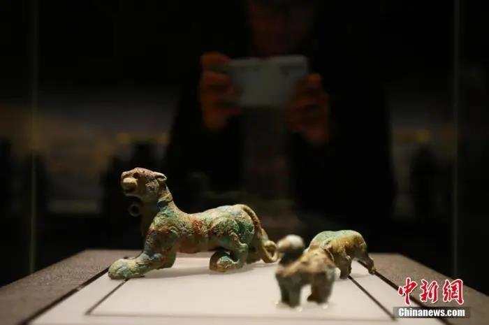 资料图:南昌汉代海昏侯国遗址博物馆中的青铜摆件。刘占昆 摄