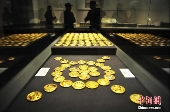 资料图:西汉海昏侯墓出土的金饼。刘占昆 摄