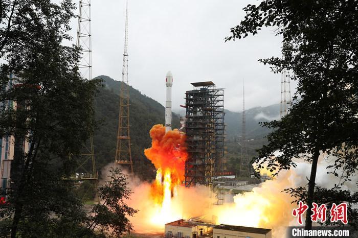 中国成功发射实践二十一号卫星 将验证空间碎片减缓技术