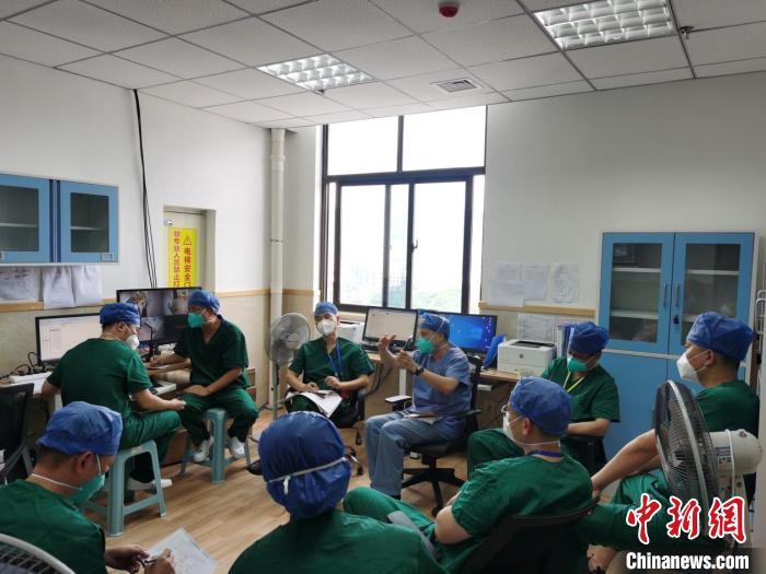 上海医护助11名福建新冠肺炎患儿康复出院
