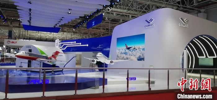 中国商飞C919移动数字飞机展示平台首次亮相珠海航展。 管超 摄