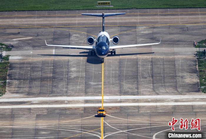 中国商飞CBJ公务机首次亮相珠海航展。 陶冉 摄
