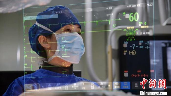 """上海专家给患者装上心脏""""记录仪""""排除猝死""""隐患"""""""