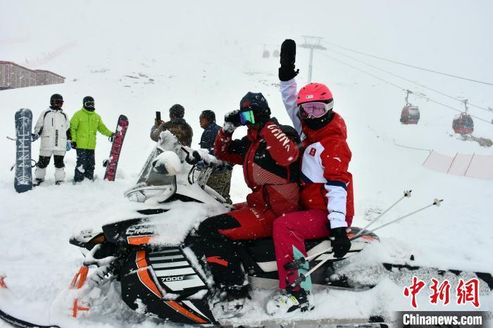新疆可可托海国际滑雪度假区开启新雪季首滑