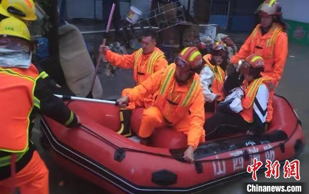 山西基层消防站3天冒雨救援72人:有人被困就毫不犹豫去救