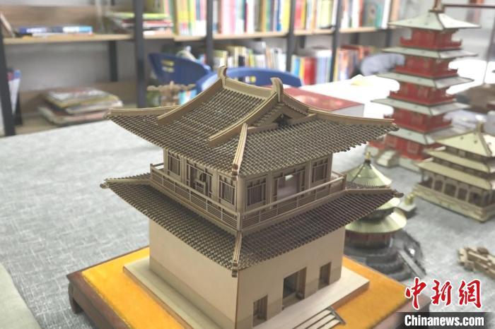 手工达人张禾:自制古建微模型 传播传统文化