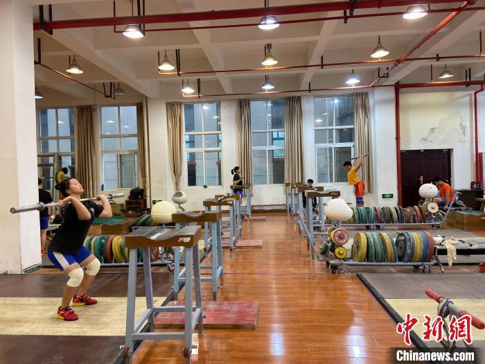 石智勇的师弟师妹们训练场景。 林波 摄